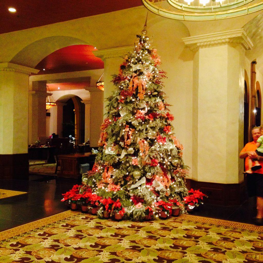 ホテルロイヤルハワイアンのクリスマスツリー