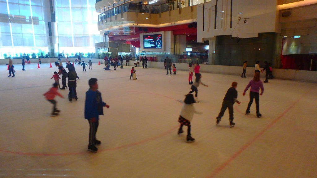 冬の香港旅行 ショッピングセンター スケートリンク