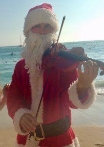 クリスマスのハワイ ワイキキビーチのサンタさん
