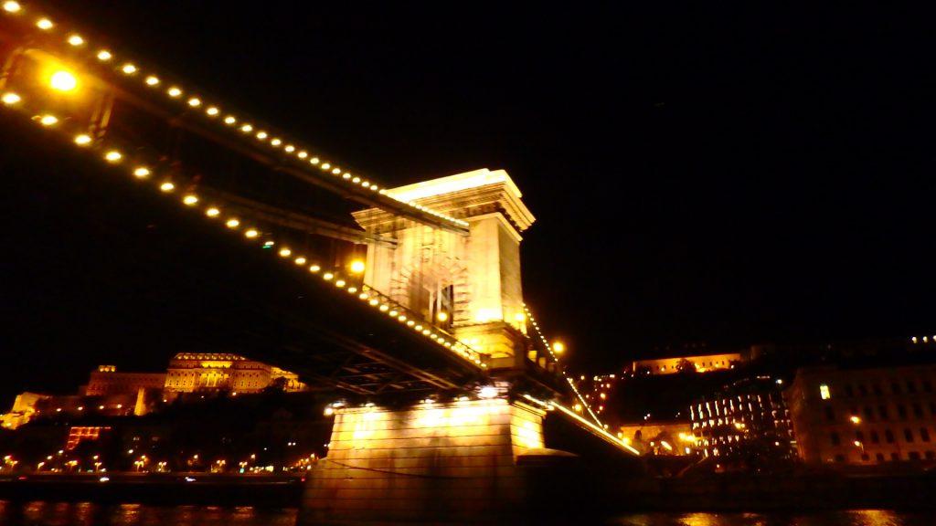 ブダペストの夜景観光 セーチェーニ鎖橋