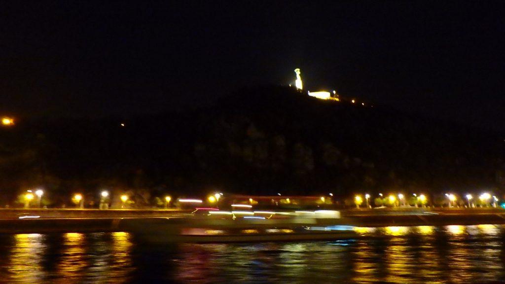 ブダペストの夜景観光 クルーズ ゲッレルートの丘