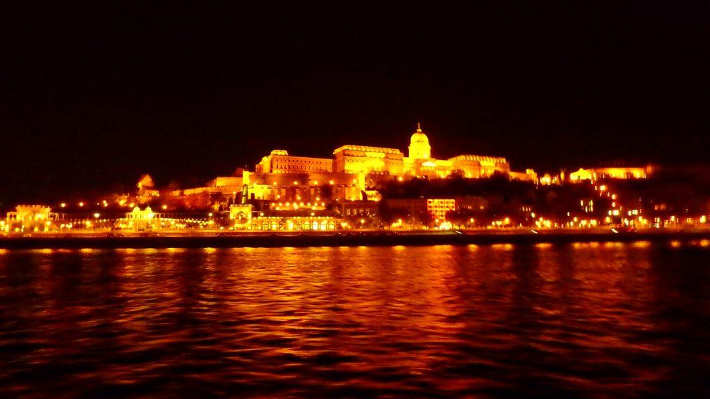 ブダペストの夜景観光 ナイトクルーズ ブダ城