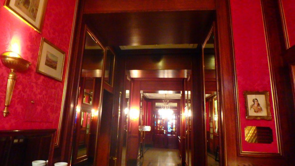 ウィーン カフェザッハーの店内入り口