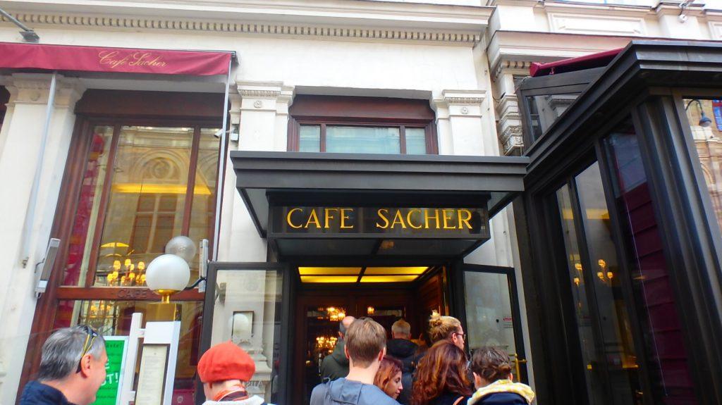 ウィーンの観光 カフェザッハーでザッハトルテ ブログ