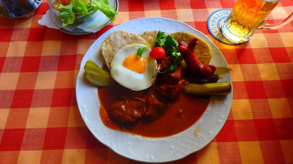 チェコの名物料理 グラーシュ(Guláš)が美味しい