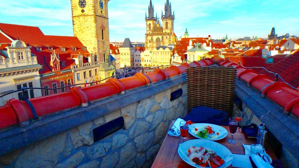 プラハの旧市街広場が見える 絶景レストラン&Bar
