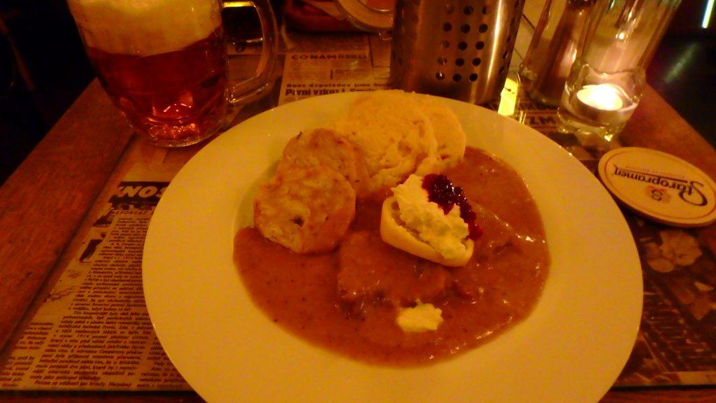 チェコの名物料理 お肉の煮込み スヴィーチコヴァー(Svíčková)