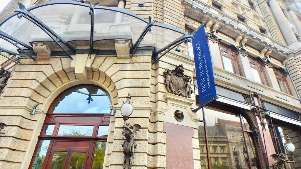 ハンガリー ニューヨークカフェの入り口