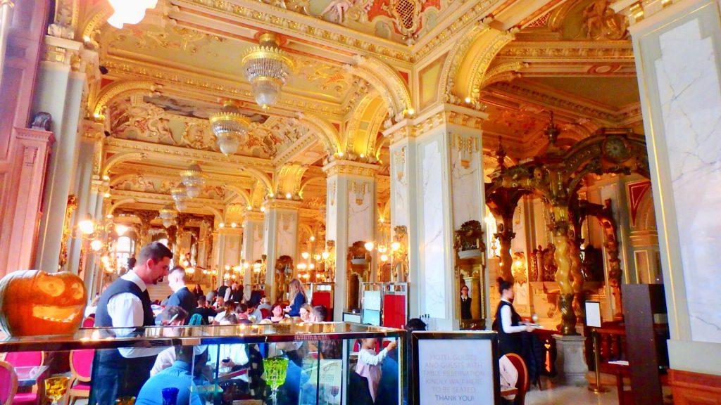 ブダペスト ニューヨークカフェ