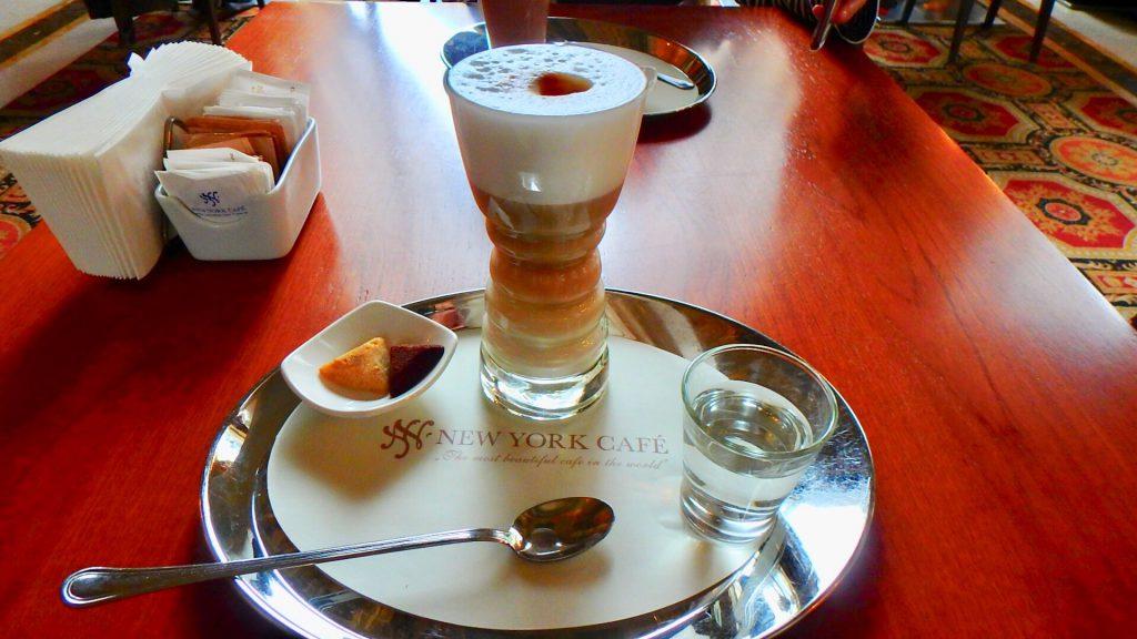 ハンガリー ニューヨークカフェ カプチーノ