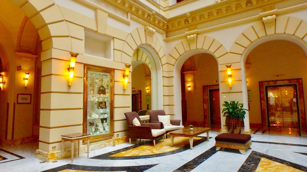 ブダペスト 五つ星ホテル ニューヨークパレス