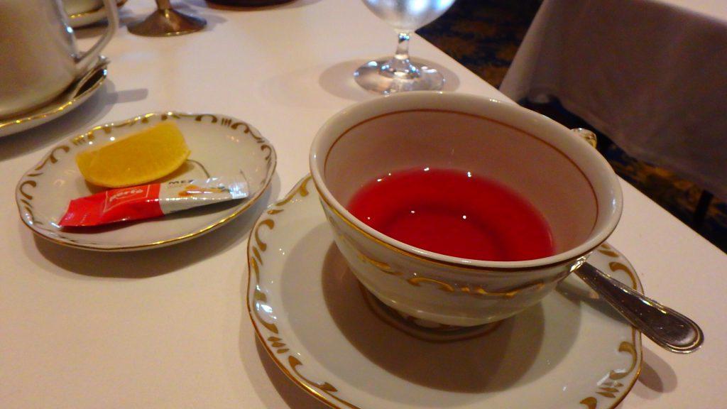 ハンガリーの高級レストラン グンデル 紅茶