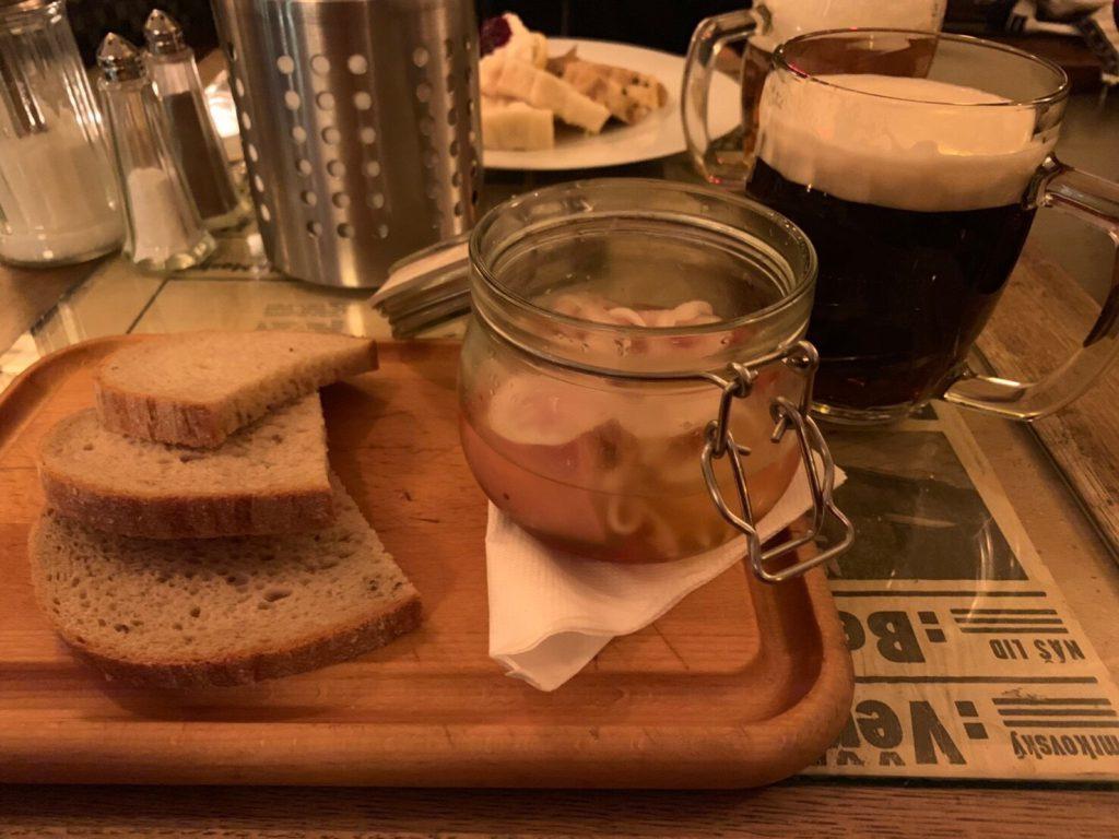 チェコの名物料理 Utopenci(ウトペネツ) ソーセージ