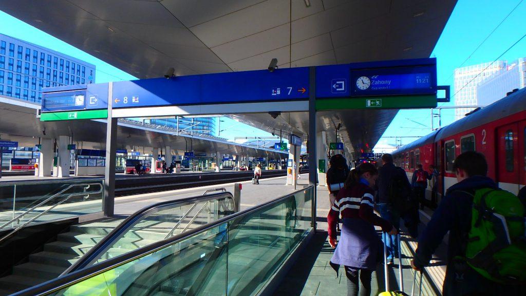 ウィーン 駅 WIEN HBF