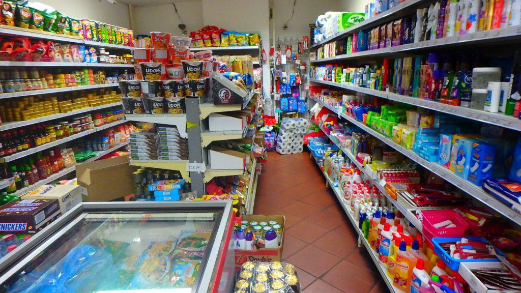 チェスキークルムロフにあるスーパーマーケット