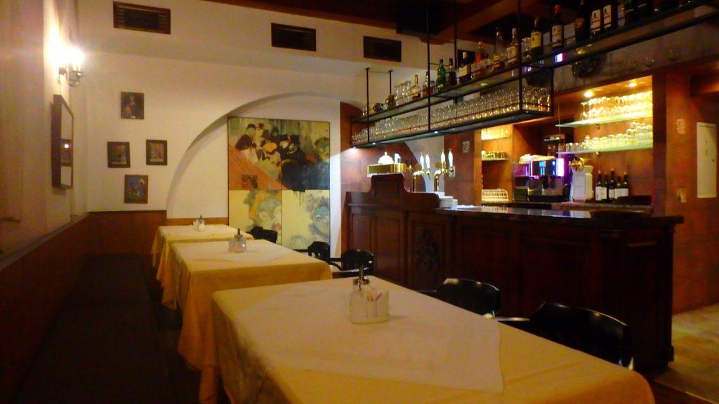 チェスキークルムロフのレストランでディナー