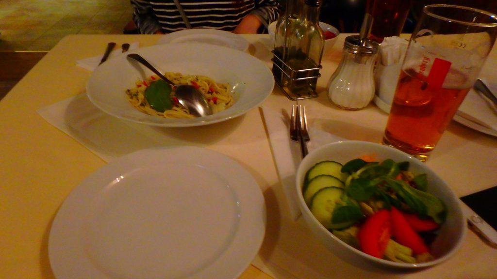 チェスキークルムロフのレストランで夜ご飯 パスタ