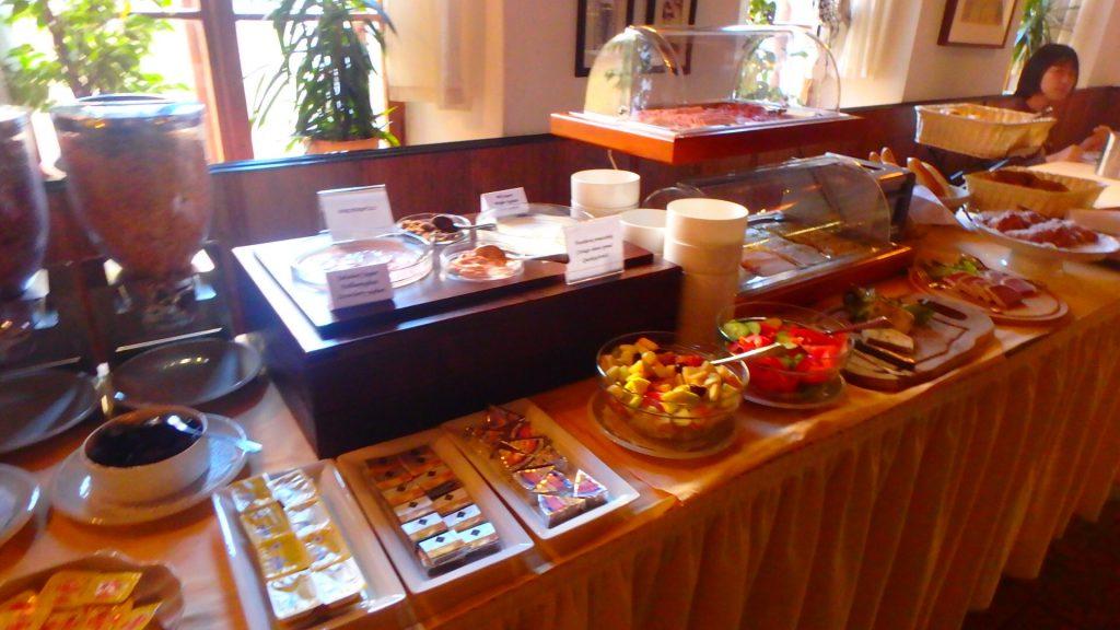 チェスキークルムロフ ホテルの朝食ブッフェ