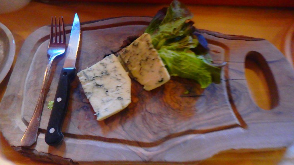 チェスキークルムロフ 朝食 ブルーチーズ