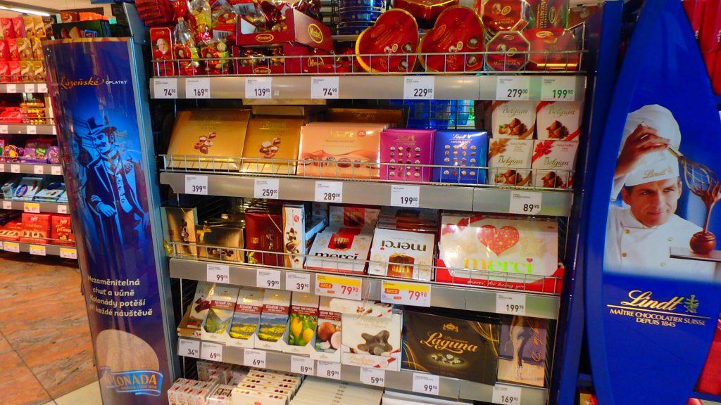 プラハ空港内のスーパー お土産