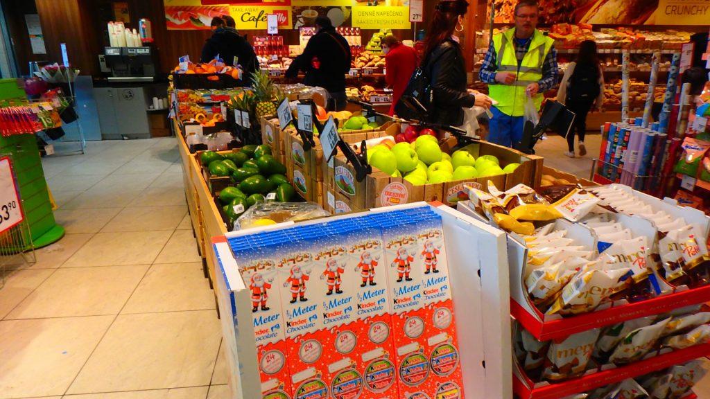 プラハ空港内のスーパー 野菜