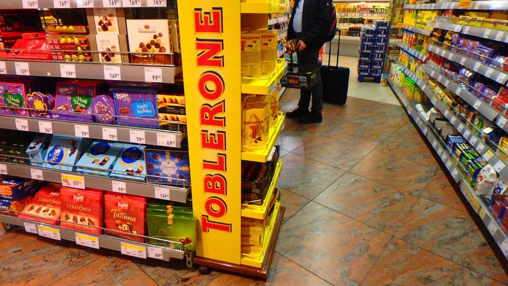 プラハ空港内のスーパー チェコのお菓子
