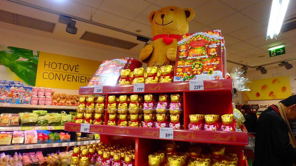 プラハの空港内スーパー くまのチョコ