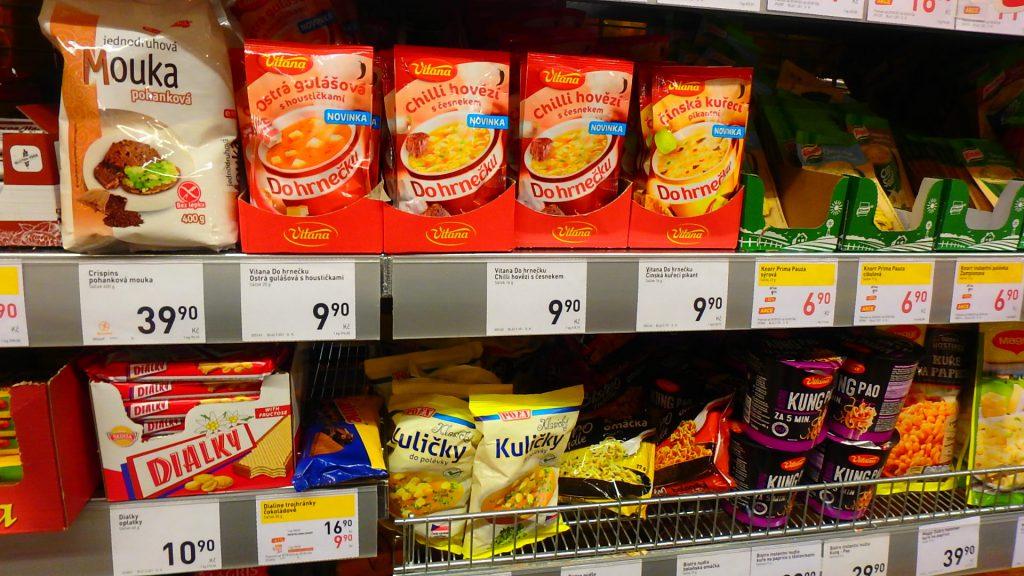 プラハ空港内のスーパー インスタントスープ