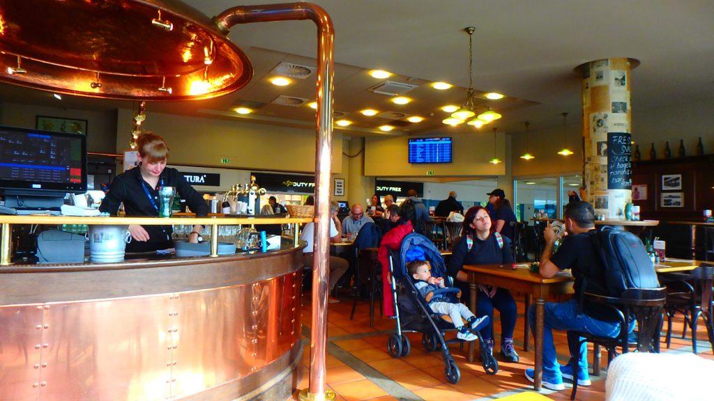 プラハ空港内レストラン