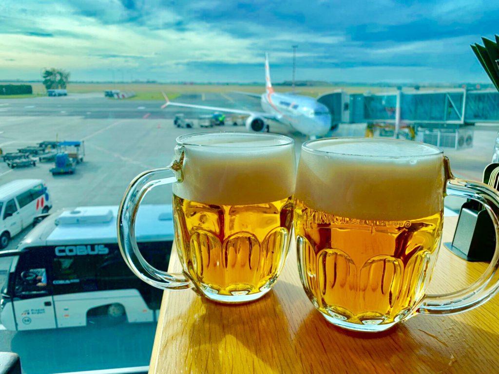 プラハ空港 飛行機が見えるレストラン