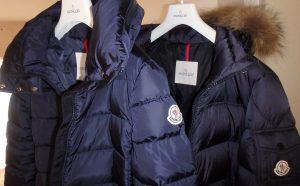 冬の海外旅行 服装 ダウン モンクレール
