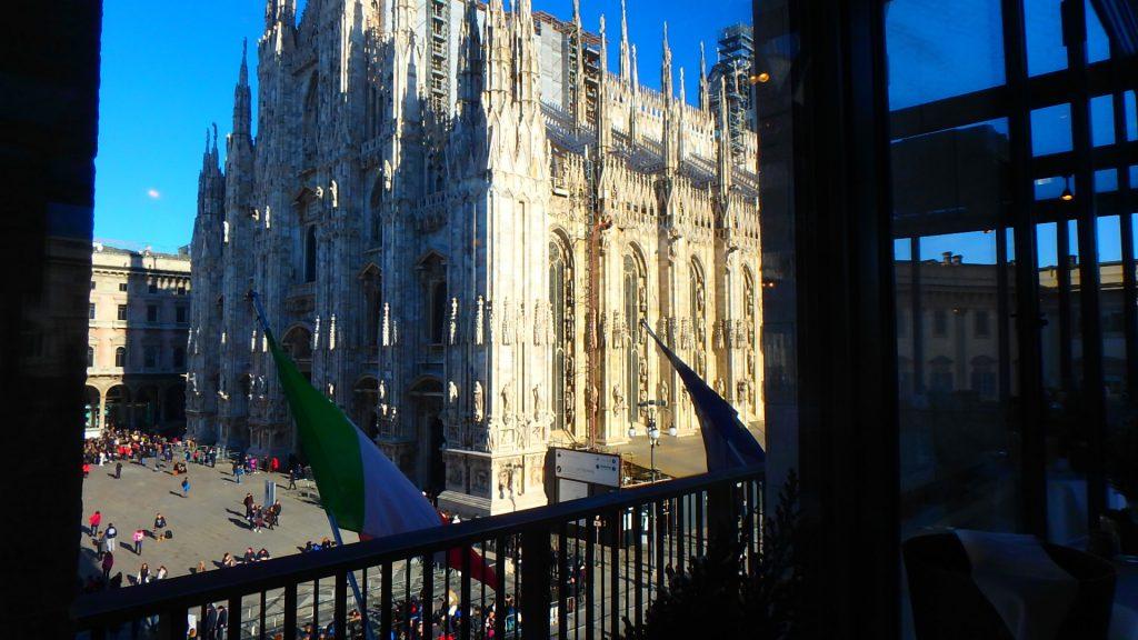 ドゥオモが見えるレストラン イタリア ミラノ