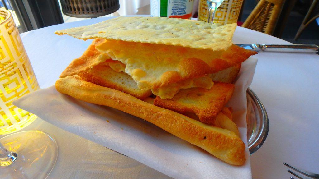 ミラノのレストランのパン 美味しい
