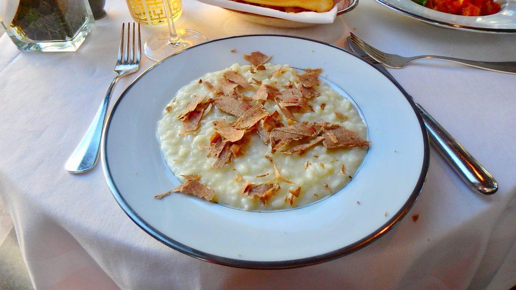 ミラノ 白トリュフのリゾットがすごく美味しい