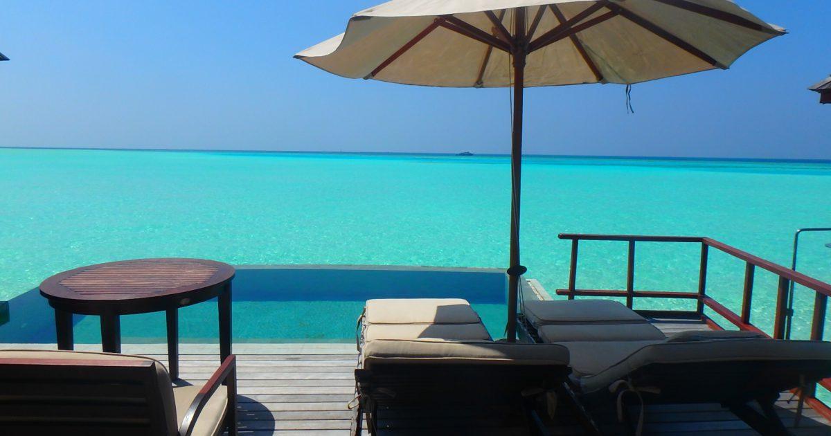 モルディブ 水上コテージ プール付き