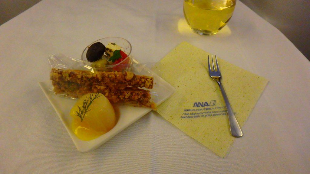 ANAビジネスクラスの前菜 機内食 アミューズ