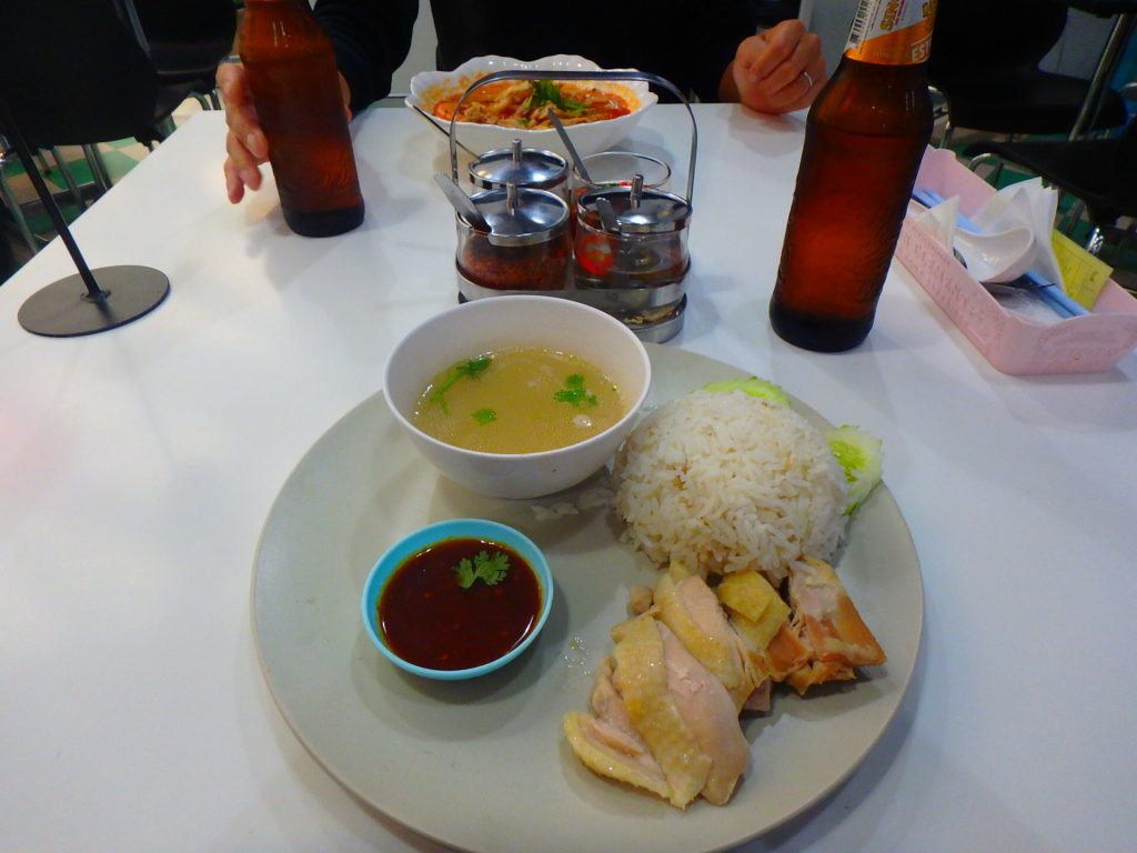 バンコク 空港内 レストラン タイ料理