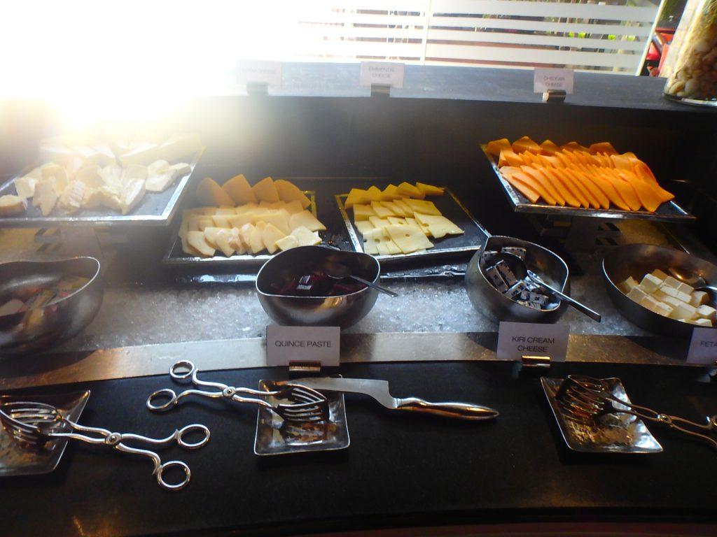モルディブ アナンタラディグ チーズ 朝食