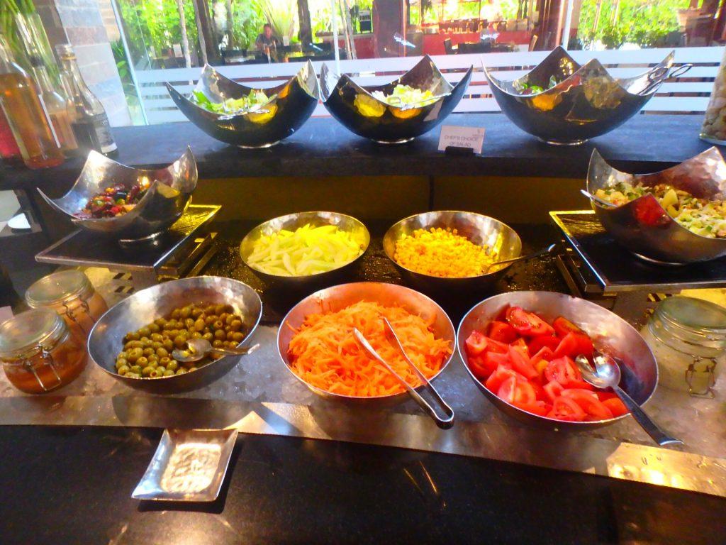 モルディブの食事 生野菜やサラダは注意