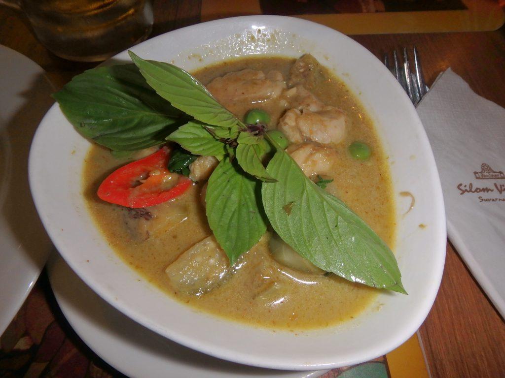 バンコク スワンナプーム空港内の食事 おすすめ グリーンカレー