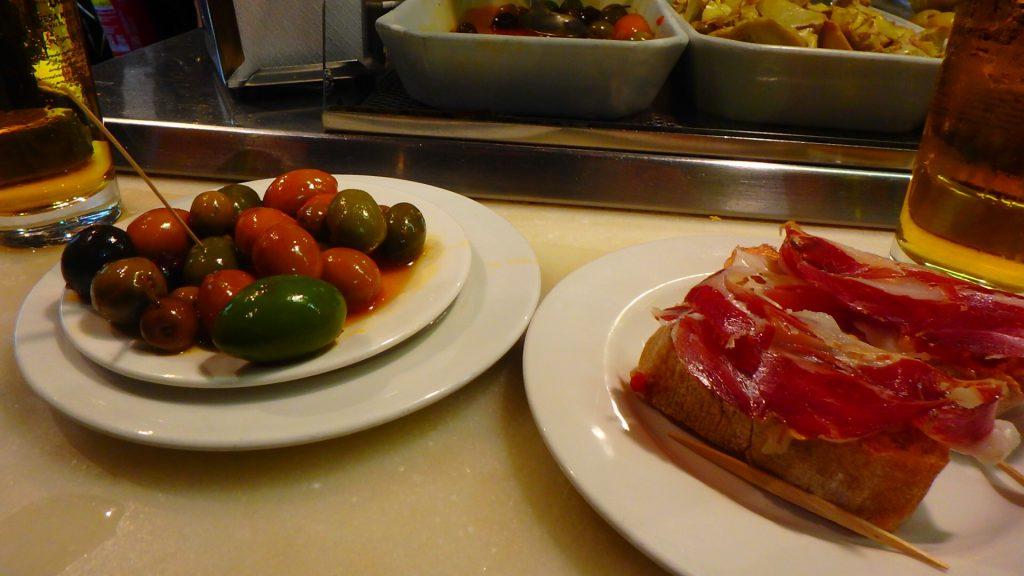バルセロナ 安くて美味しいバル オリーブ 生ハム タパス