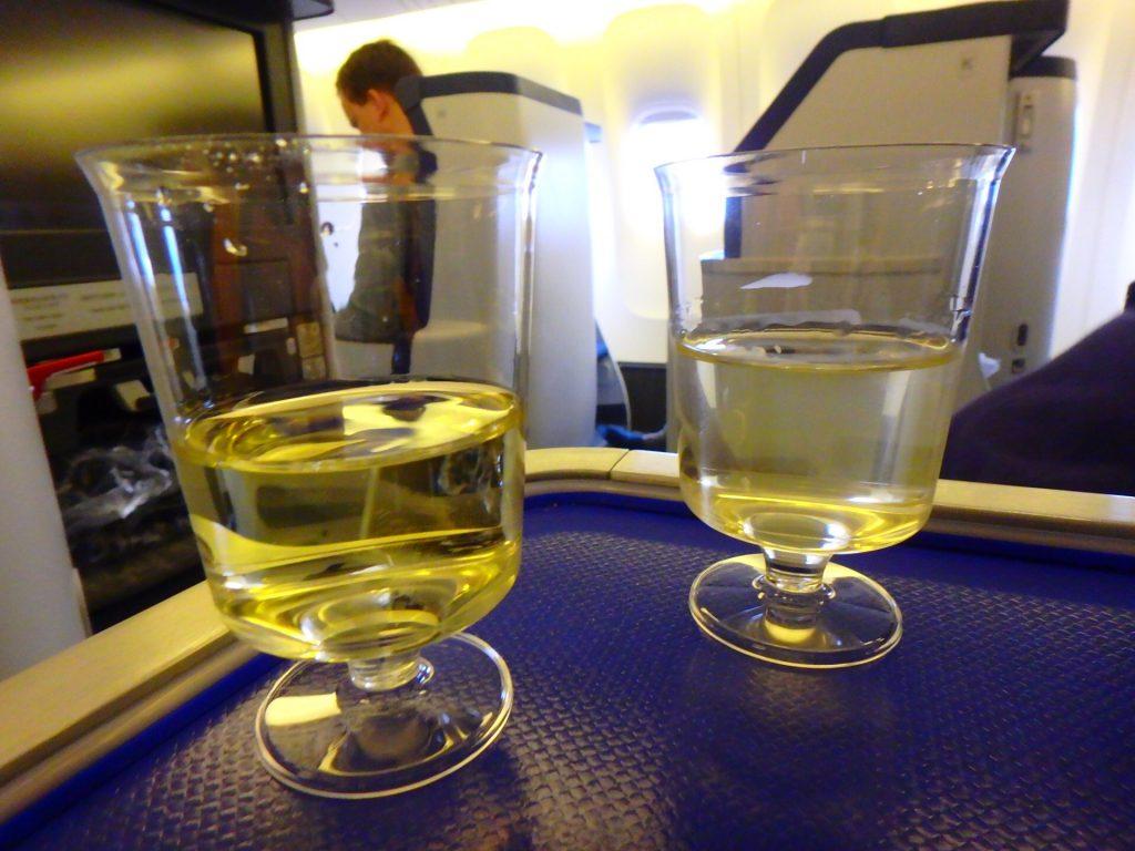 ANAビジネスクラス搭乗記 シャンパン ブログ