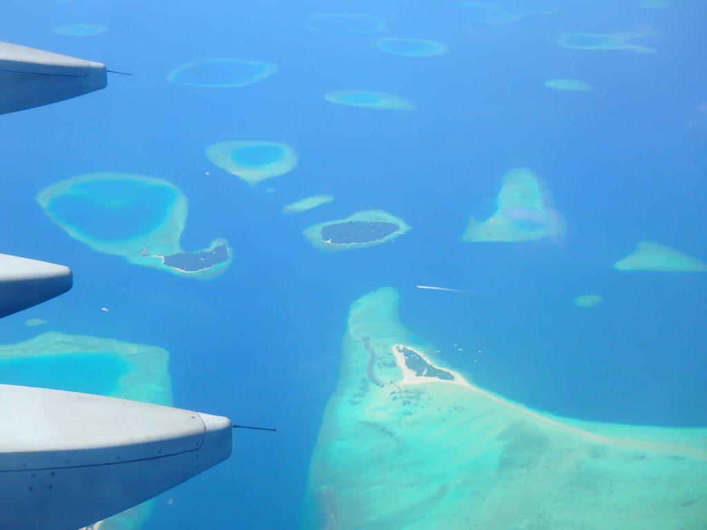 モルディブ行きの飛行機