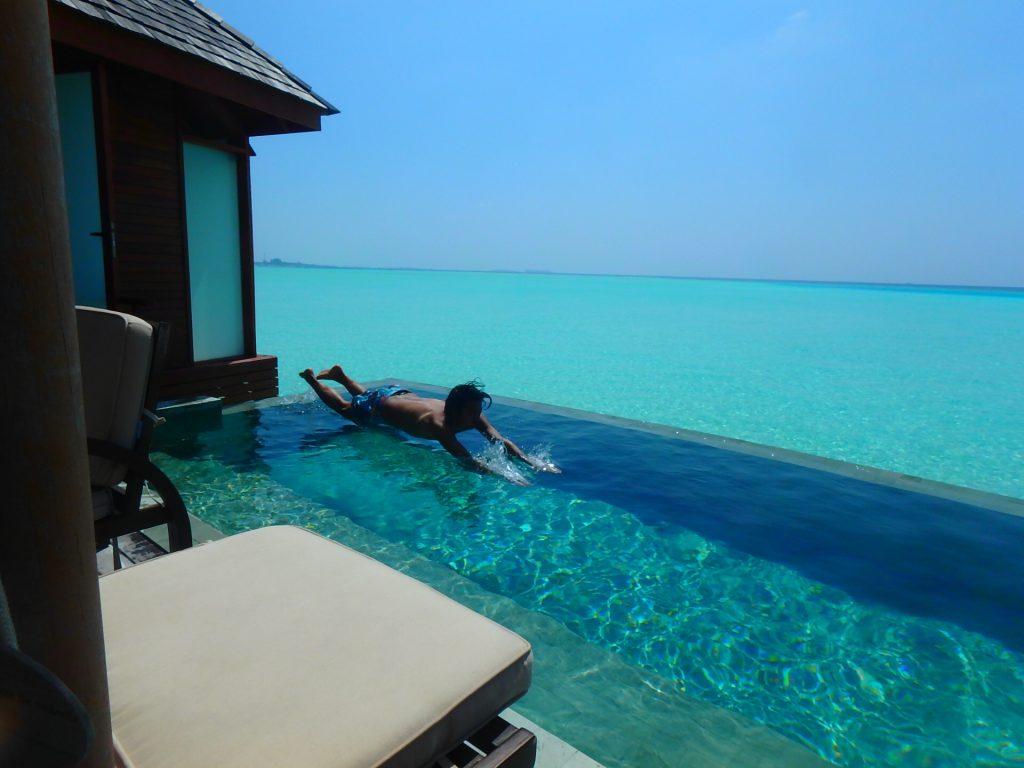 モルディブのプール付き水上コテージ ブログ