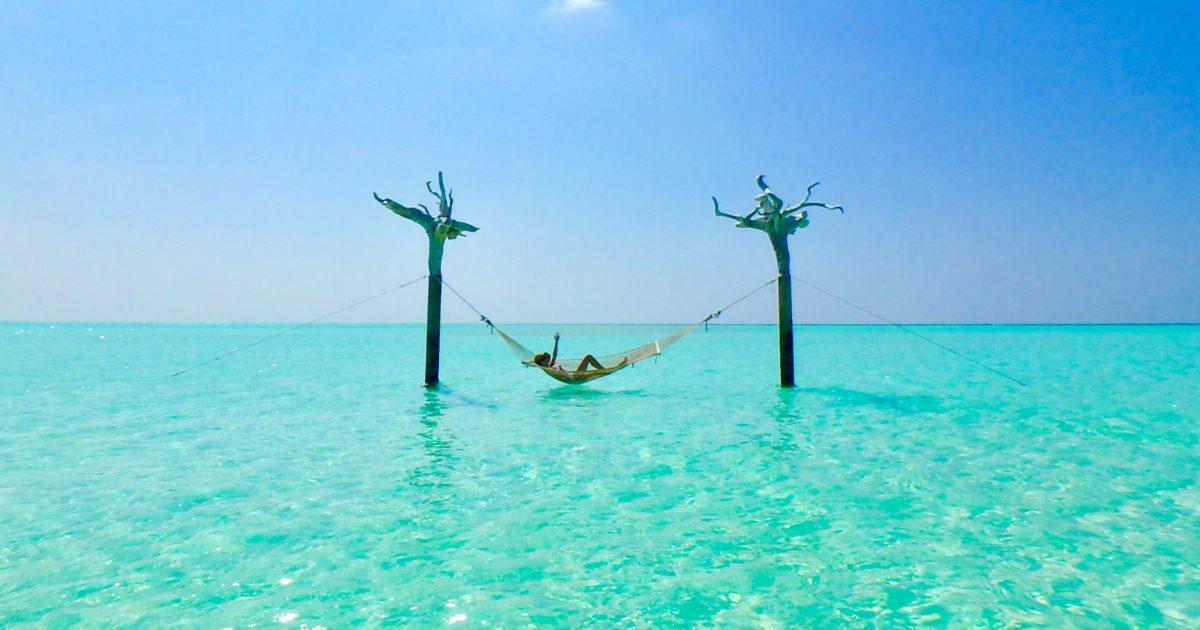 モルディブ 海の上のハンモック