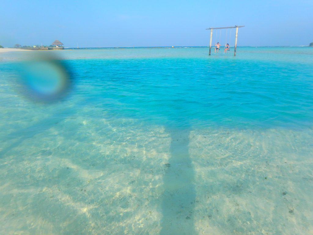 モルディブ 海の上のブランコ