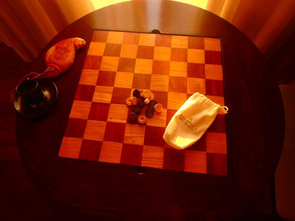 モルディブ おしゃれなテーブル チェス