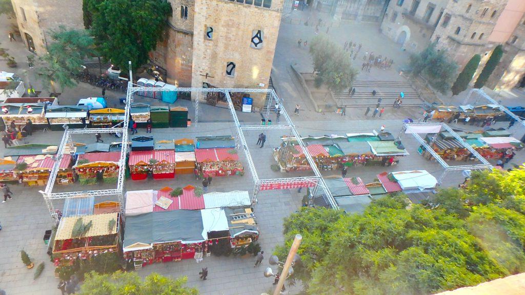バルセロナ クリスマスマーケットが見えるホテル