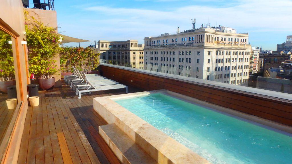 バルセロナ 屋上プールがあるホテル