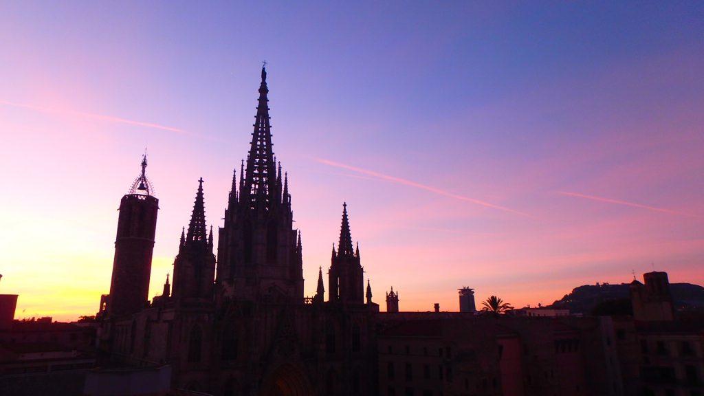 バルセロナ 朝焼け